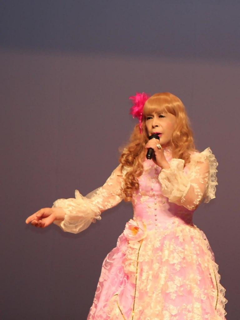 ピンククラシックドレス舞台(1)