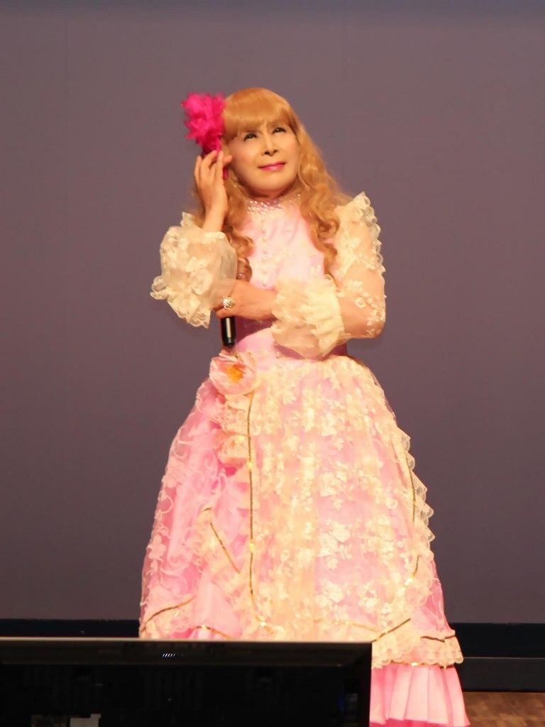 ピンククラシックドレス舞台(8)