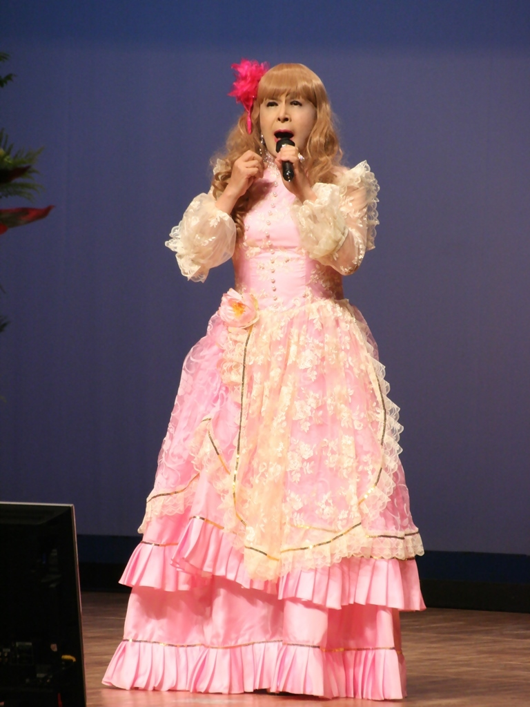 ピンククラシックドレス舞台縦写真A(2)
