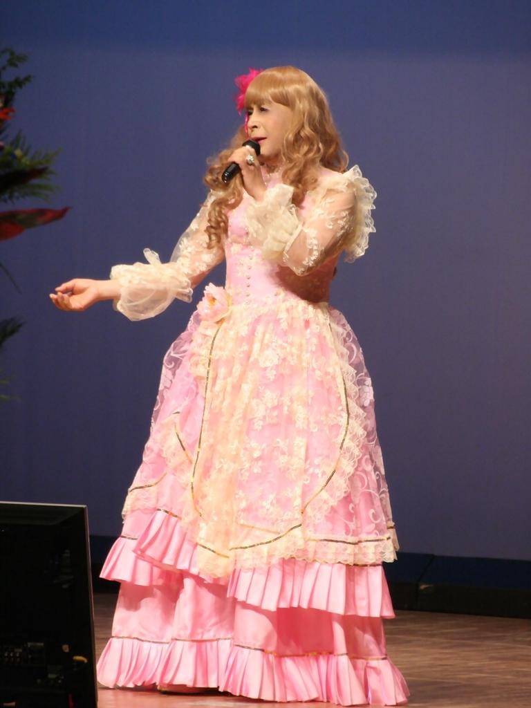 ピンククラシックドレス舞台縦写真A(3)