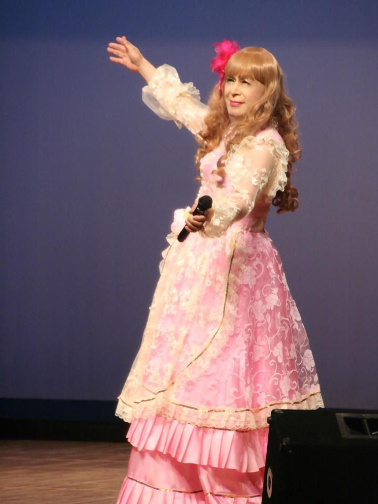 ピンククラシックドレス舞台縦写真A(5)