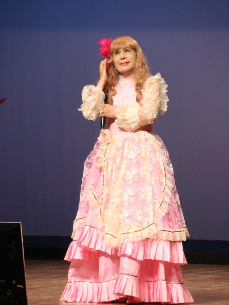 ピンククラシックドレス舞台縦写真A(7)