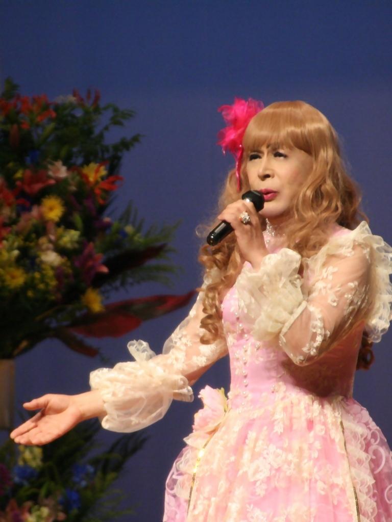 ピンククラシックドレス舞台縦写真A(9)