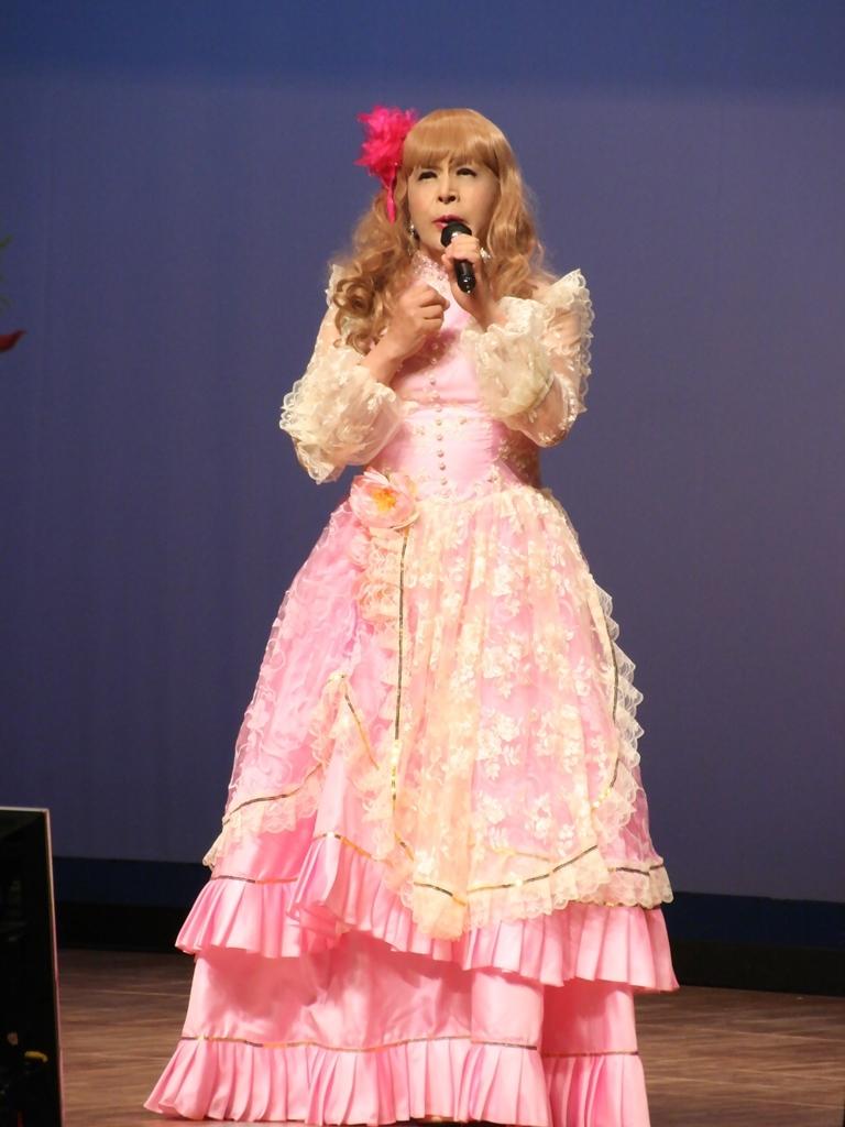 ピンククラシックドレス舞台縦写真A(4)