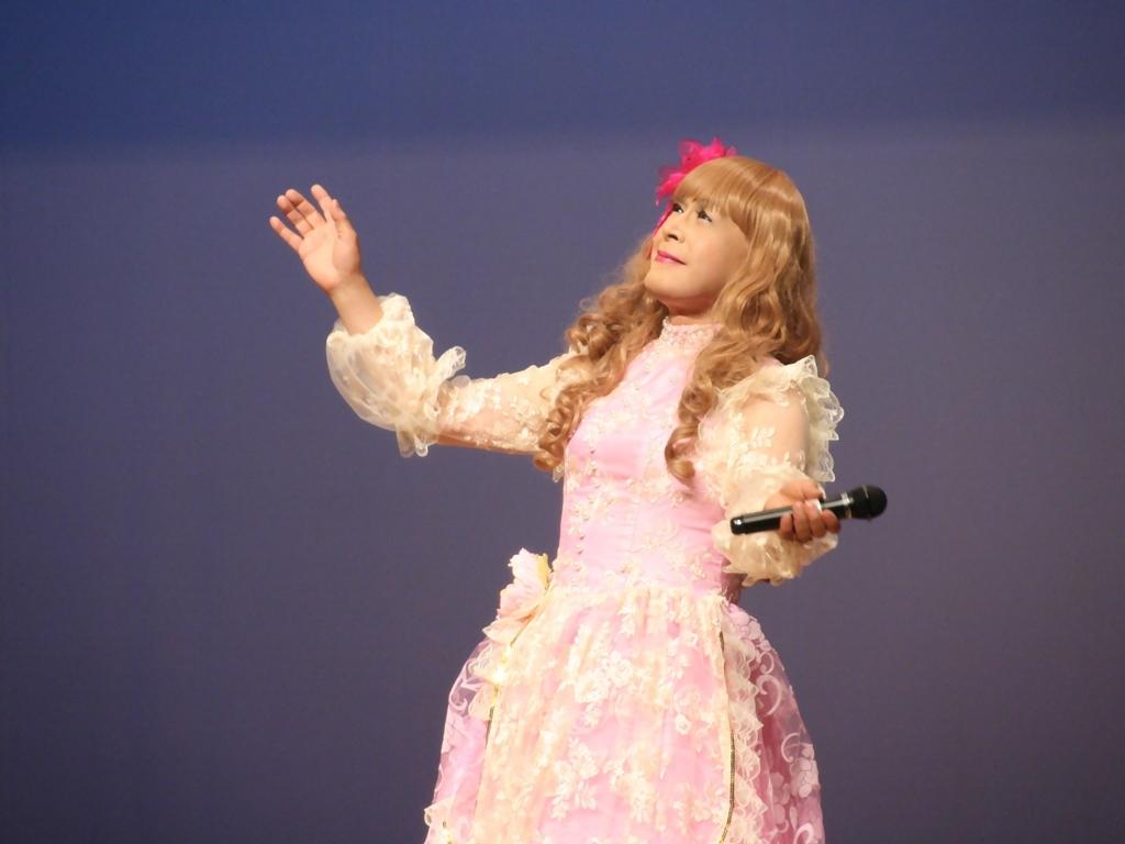 ピンククラシックドレス舞台横写真(1)