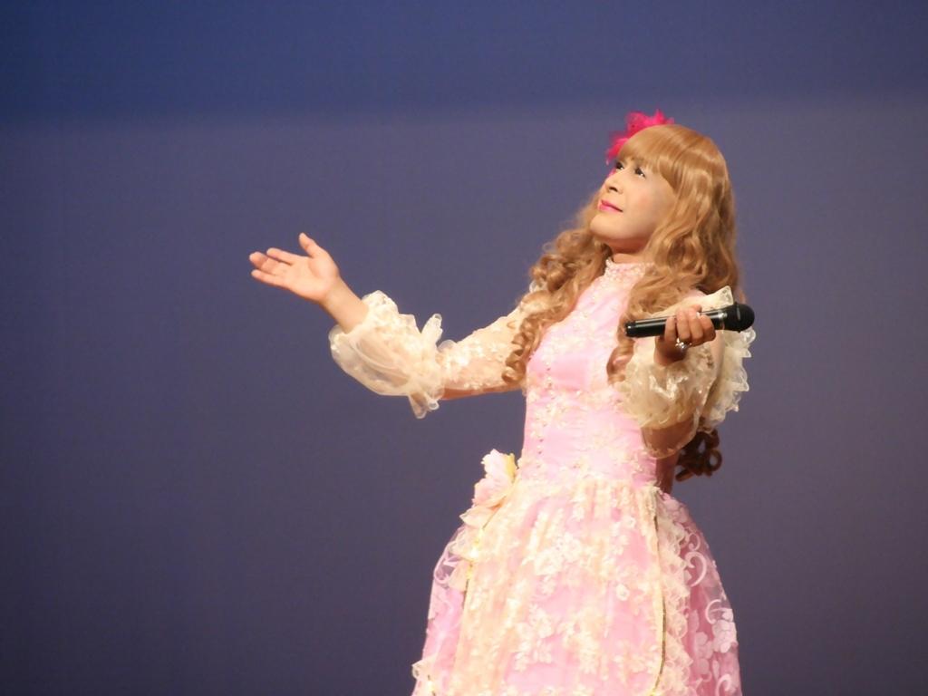ピンククラシックドレス舞台横写真(2)