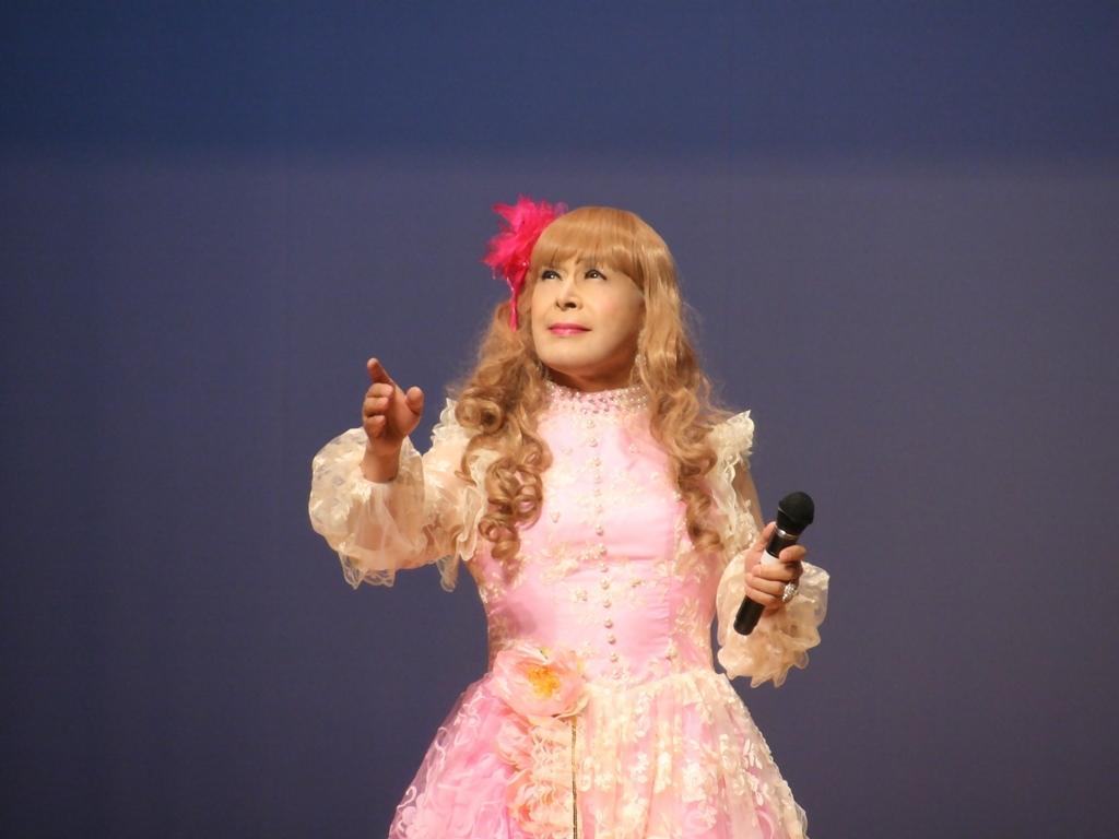 ピンククラシックドレス舞台横写真(5)