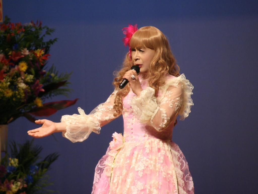 ピンククラシックドレス舞台横写真(6)