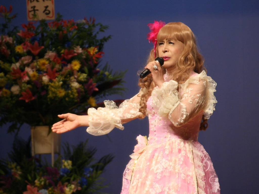 ピンククラシックドレス舞台横写真(7)
