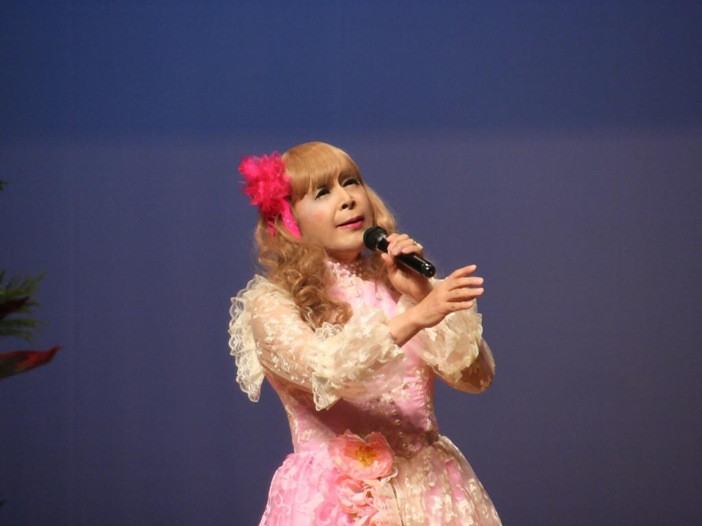 ピンククラシックドレス舞台横写真(8)