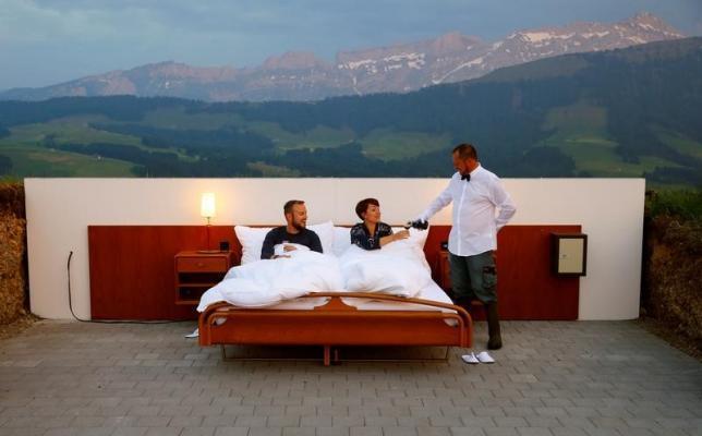 170609屋根壁なしベッドルーム