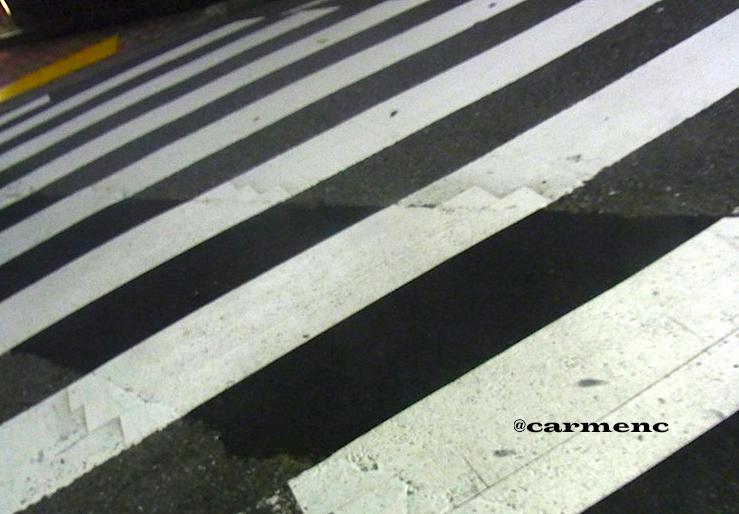 横断歩道なにげに夜