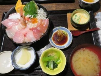 海鮮丼JPG (2)