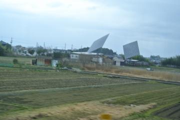 巨大な発電パネル