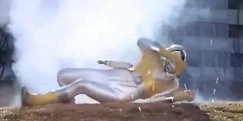 戦隊 ヒーロー ライブマン イエローライオン やられ ピンチ スーツ爆発