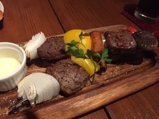 アンガス牛の串焼き