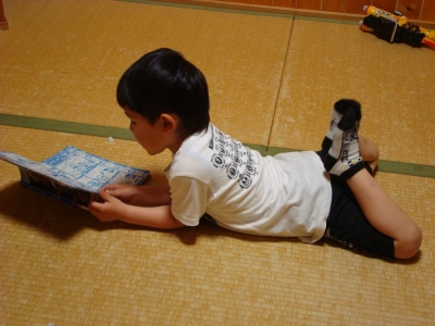ゆうと本を読む3
