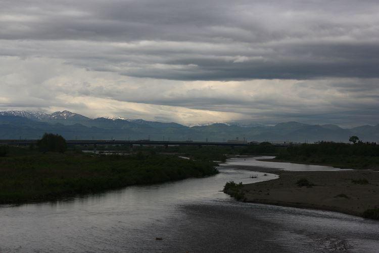 川の流れ雲の流れ_R
