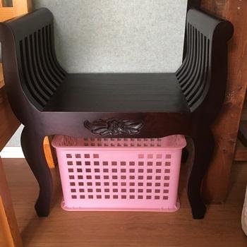いすの下1