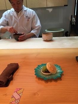 0516お抹茶をたててくれている 抹茶アイス