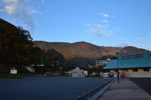 温井ダム湖畔の駐車場