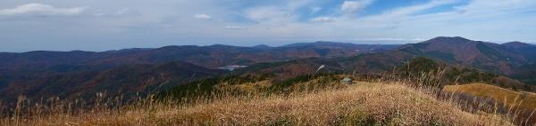 頂上からの眺望(臥龍山、聖湖方面)