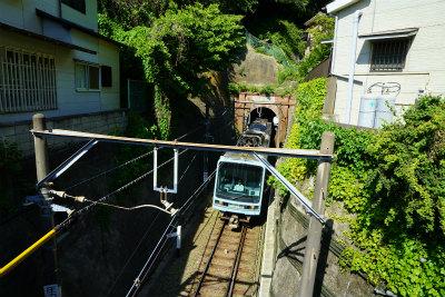 6.2トンネルから出る電車