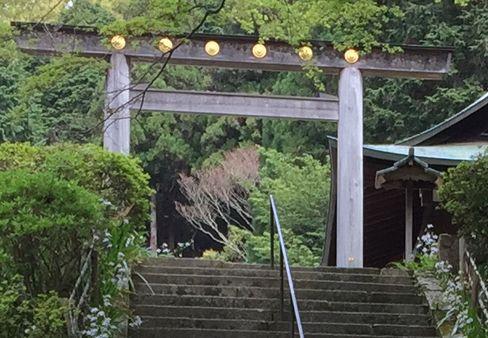 日向大神宮・社務所付近の鳥居_H29.04.25撮影