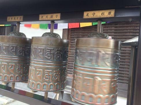 高台寺天満宮のマニ車_H29.04.25撮影