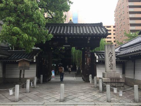 六角堂・山門_H29.04.25撮影