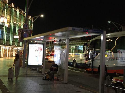 京成上野駅前バス停_H29.06.25撮影
