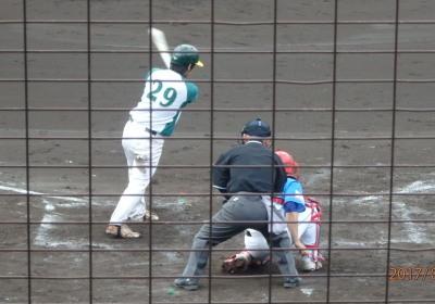 P5121017花園クラブ4回表2死二、三塁から9番石川は三遊間の当たり、遊撃手は一塁へは送球せず、三塁ベースをオーバーランした二走にタッチアウト、その前に三走が生還したから1点得点