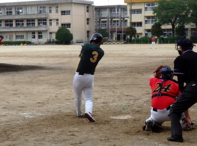 P5161176 アネシス3回表無死二、三塁から4番が中前打を放ち1点かえす