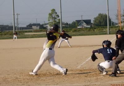 P5181380 Big連2回裏1死二、三塁から4番藤森が左翼線2点二塁打を放ちこの回4点目