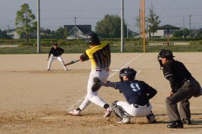 P5181382 同回1死二塁から5番徳永が左中間二塁打を放ち5点目