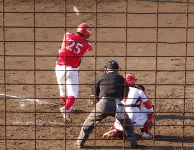 P5191478同回一、三塁から左越え2点二塁打を放つ