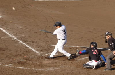 P5201583石坂グルプ5回裏9番の代打が左越え二塁打を放つ