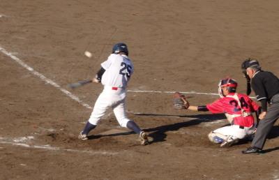 P5221823中村造園5回裏8番の代打が右前打を放ち、1死一、三塁とサヨナラのチャンス