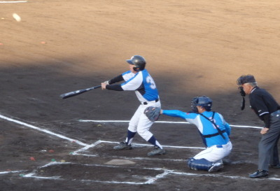 P5271977熊本市教祖1回裏9番の右前打で4点目