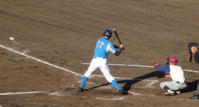 P52720034回裏無死二、三塁から9番が左前打を放つ