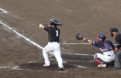 P6012346 熊南整骨B2回裏左前打と四球の走者を一、二塁に置き、6番の送りバントで二、三進