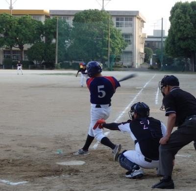 P6032482体育堂A3回裏2死二塁から1番が先制となる右翼線二塁打を放つ
