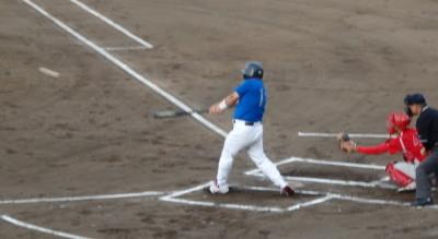 P6052519向山体協1回表無死一、二塁から3番が左中間へ先制2点二塁打を放つ