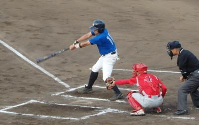 P6052532 向山体協1回表1死一塁から6番が左中間二塁打を放ち、この回4点目