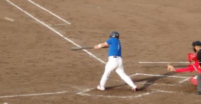 P60525902回表向山体協1死三塁から3番が左中間二塁打を放ち1点追加