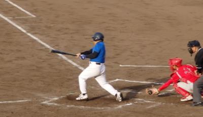 P60525972回表向山体協1死一、三塁から6番が左前打でを放ち1点追加