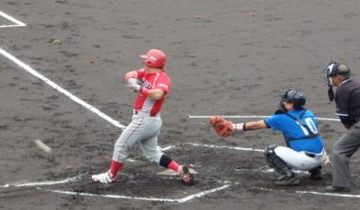 P6082735次の6番は遊ゴロ、本塁へ送球するも間に合わず3点目となる