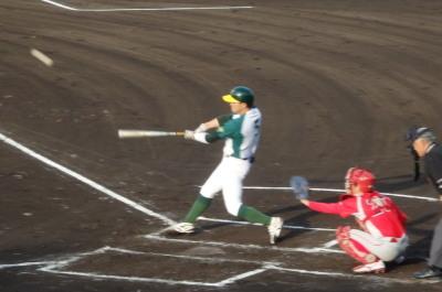 P6092837次の1番が右中間2点二塁打を放つ