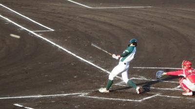 P6092849花園クラブ3回表無死一塁から4番が左越え二塁打を放ち1点追加