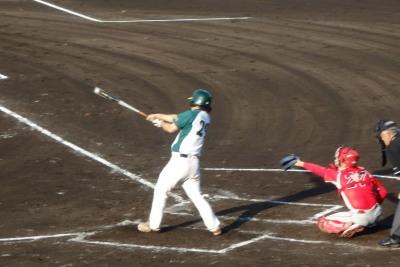 P6092858花園クラブ3回表2死二塁から7番が左中間打を放ち1点加え、この回2点目
